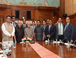 Chancellor meeting with Hon.President of India, His Excellency Dr.Pranab Mukharjee at Rashtrapathi Bhavan